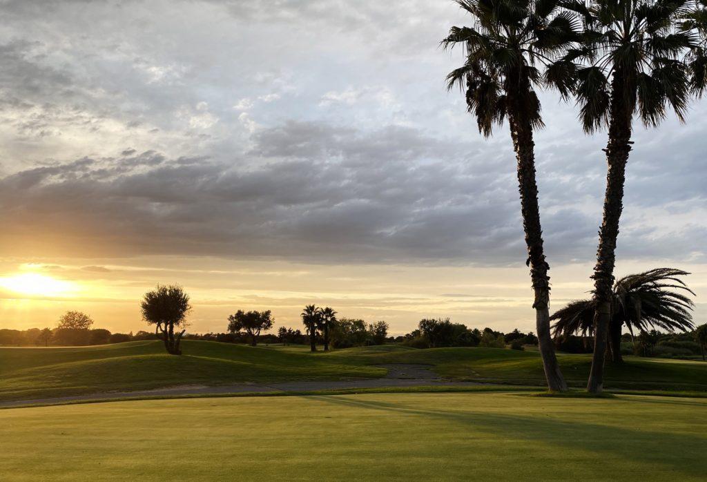 Couché de soleil sur le golf